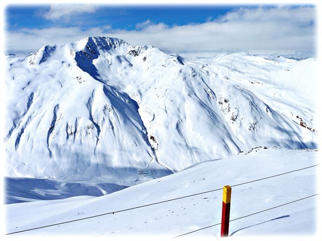 The vast Federia ski area reveals itself to us.