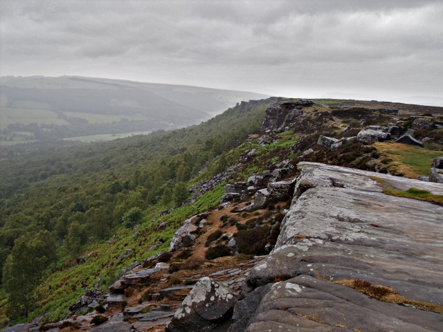 The view back north along Froggatt Edge.