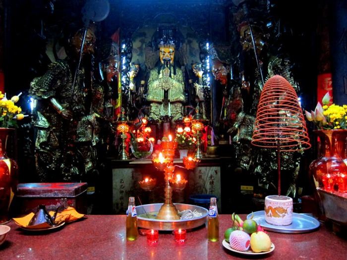 Interior of the Jade Emperor's Pagoda