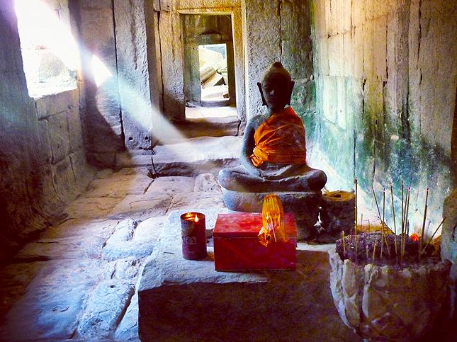 Buddhist deity worship - Angkor Wat