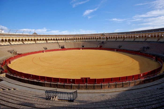 1280px-Seville_bullring01