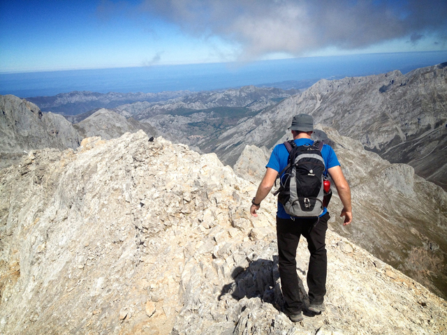 Tetering along Pena Vieja's summit ridge