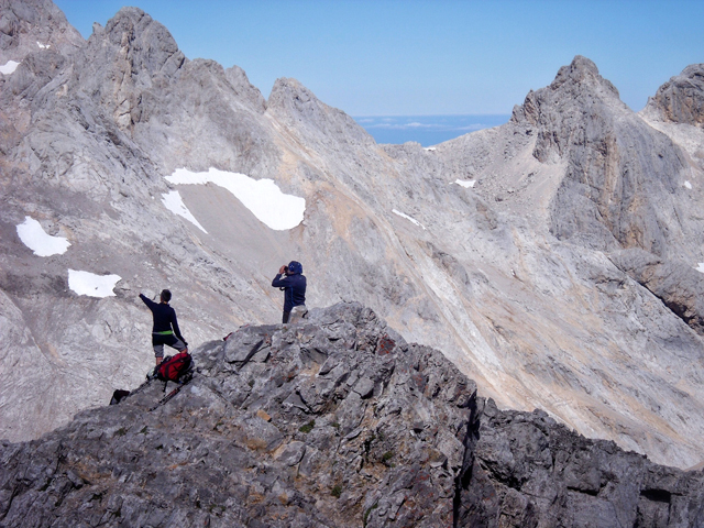 Scoping the mountain from the summit ridge of Torre de los Horcados de Rojos
