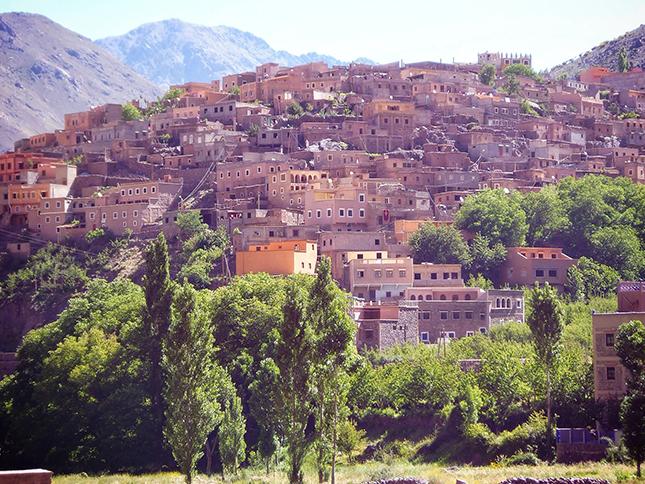 The hilltop trailhead village of Around
