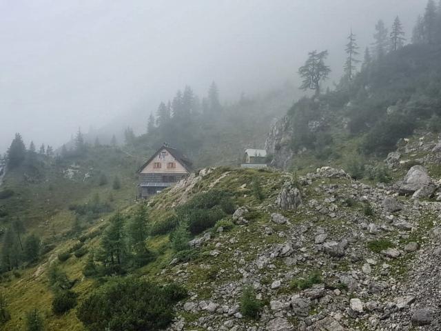 En route to the Dom Planiska Hut